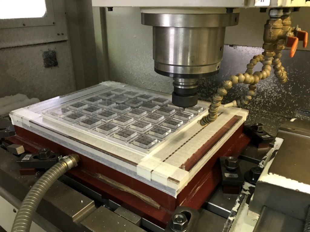 マシニングセンタ 1軸加工 20種類の工具マガジン搭載