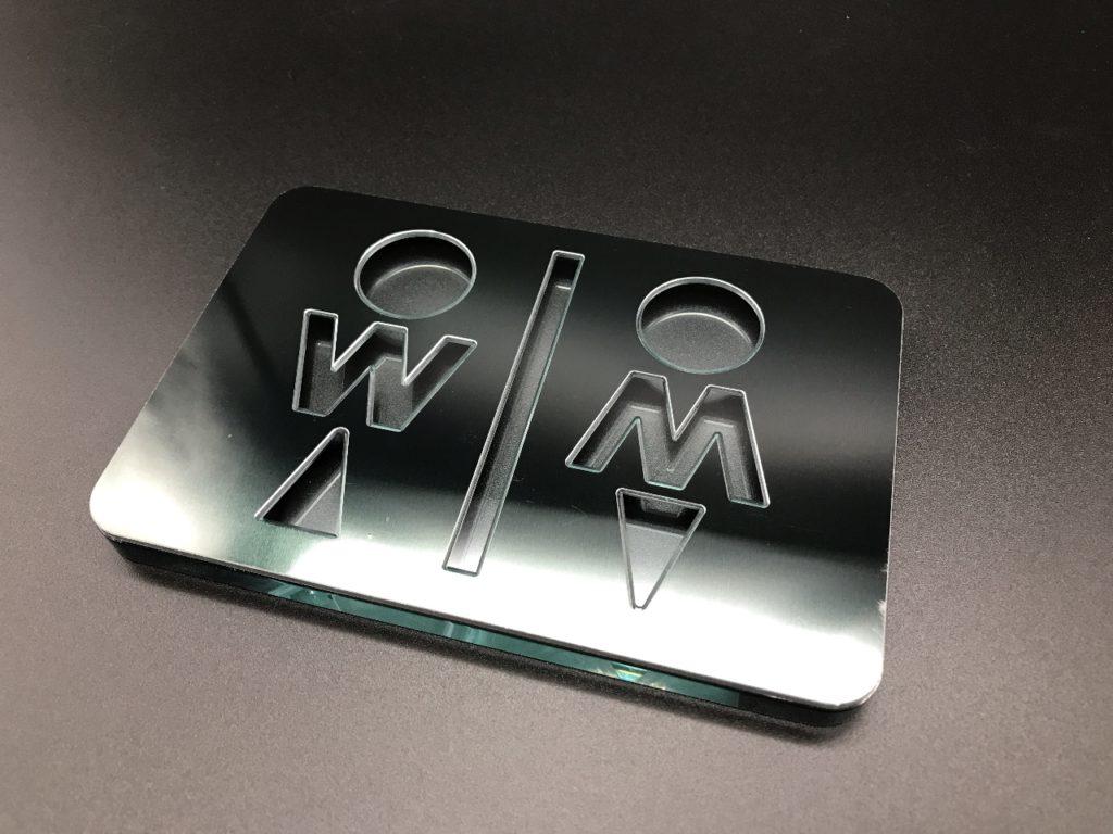 アクリルガラス色の厚み8mm と アルミ複合板ブラック厚み2mmの貼り合せ