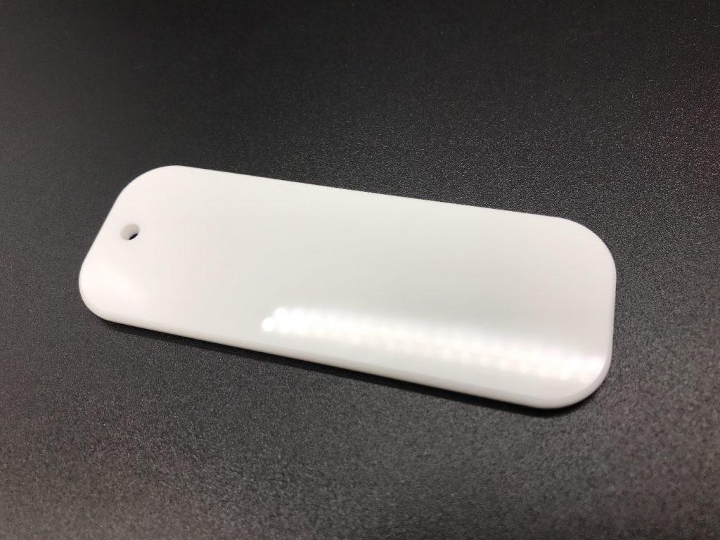 白アクリル3mmを加工した名前のシールを貼り付ける為の札です