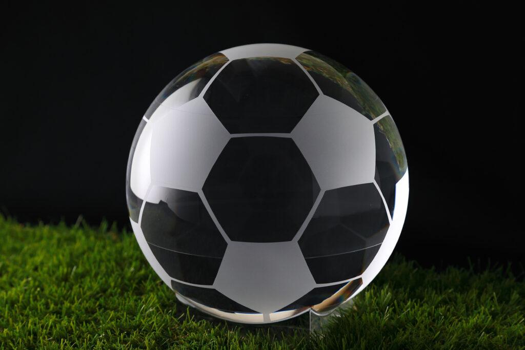 展示会用に作製しました サッカーボール型のアクリル加工品